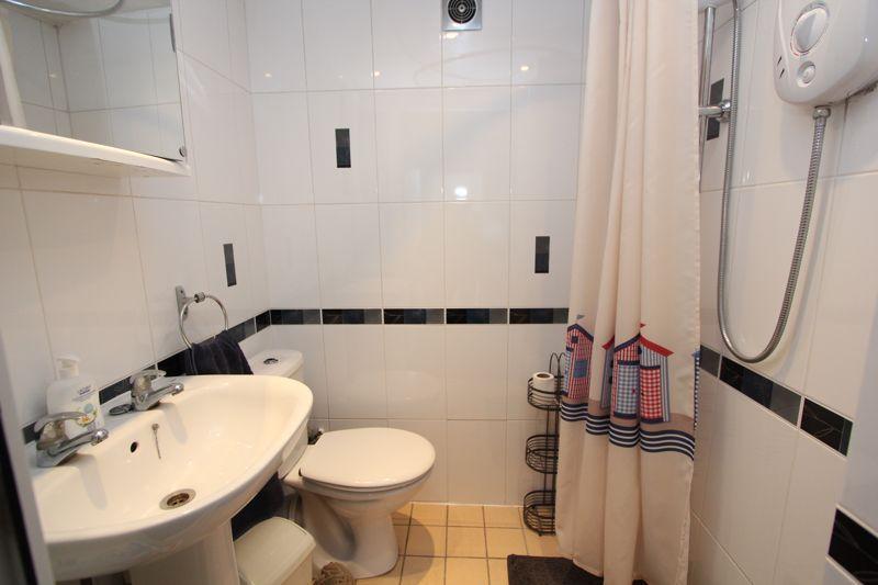 Shower room (ground