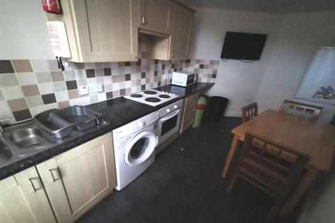 3 bedroom maisonette - 5 Coed Saeson Court, Sketty