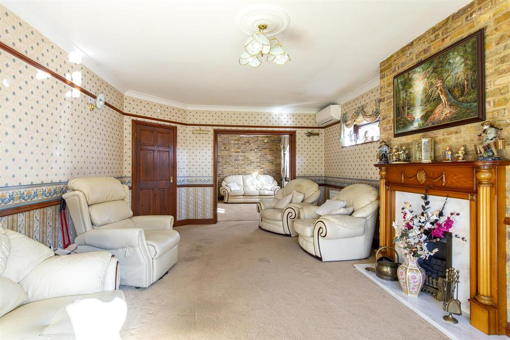 Hartlip Hill living room1b.jpg