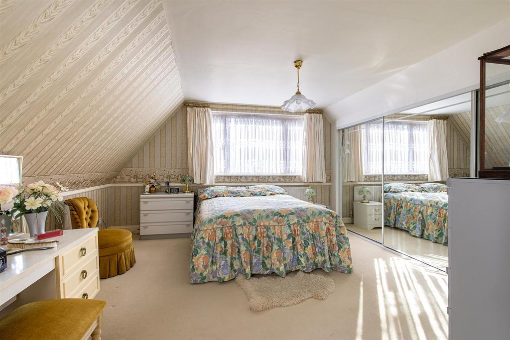 Hartlip Hill bedroom1a.jpg
