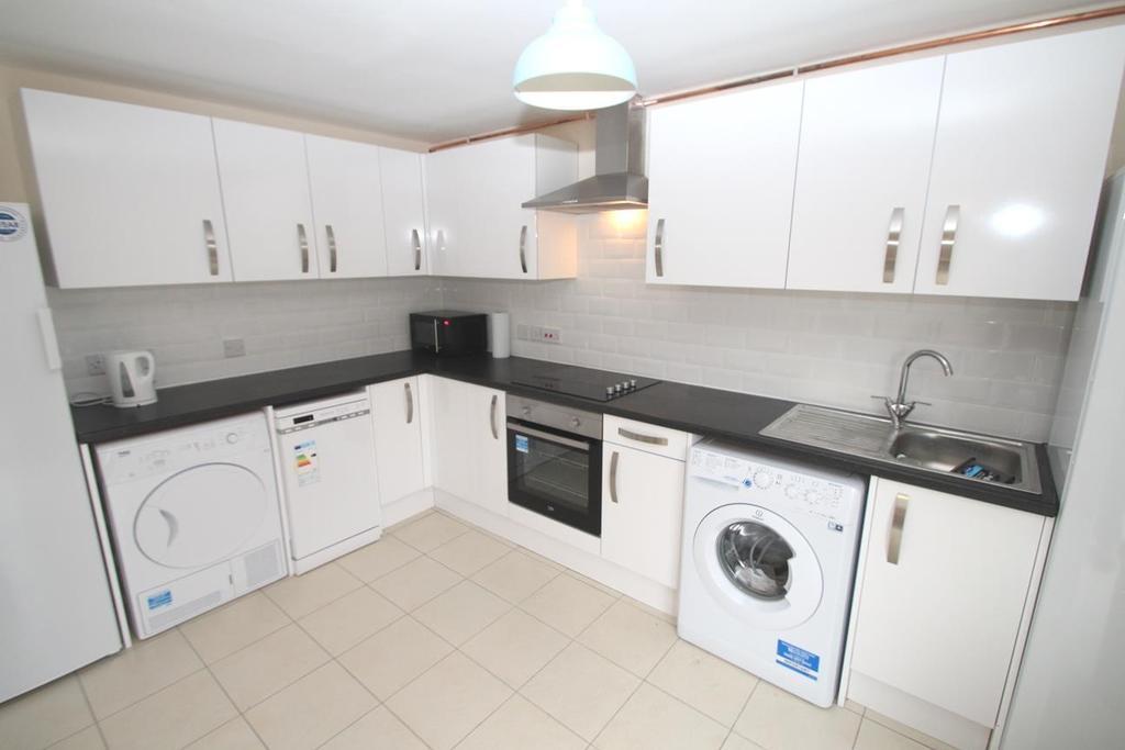 11 The Glen kitchen x 2 Pics 019.JPG