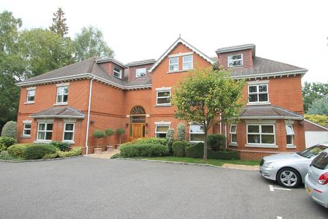 2 bedroom penthouse to rent - Crawley Hill, Camberley, GU15
