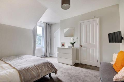 House share to rent - Croft Road, Old Town