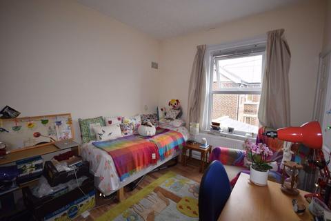 Studio to rent - Erddig Road, Wrexham