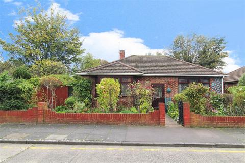 2 bedroom detached bungalow for sale - Foresters Crescent, Bexleyheath