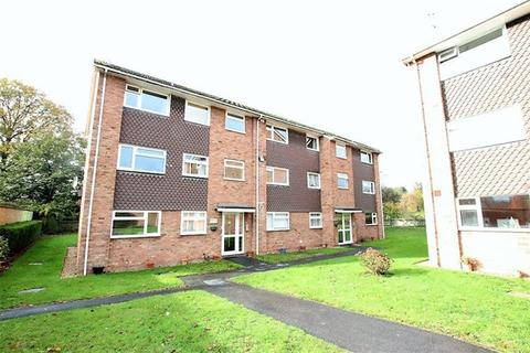 2 bedroom flat to rent - Dorchester Court, Libenrood Road, Reading