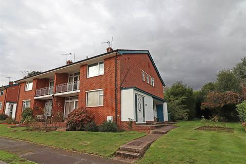 2 bedroom maisonette for sale - Rosemead Close, Redhill