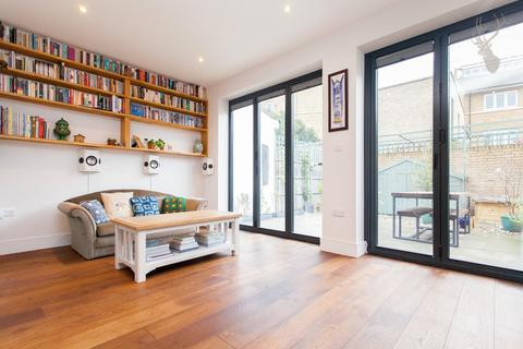 3 bedroom terraced house for sale - Douro Street, London