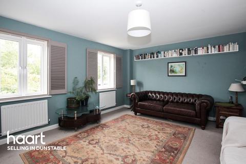 3 bedroom terraced house - Limestone Grove, Dunstable