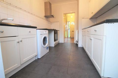 3 bedroom terraced house to rent - High Grove, London