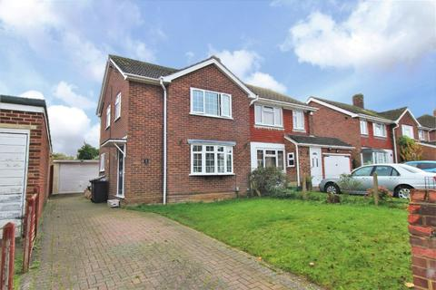 3 bedroom semi-detached house for sale - Skilton Road, Tilehurst, Reading, RG31 6SA
