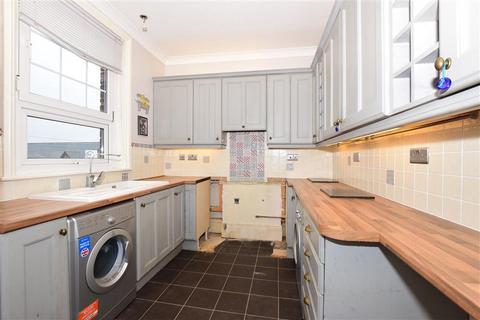2 bedroom flat for sale - Dover Road, Walmer, Deal, Kent
