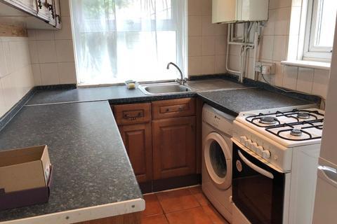 4 bedroom semi-detached house to rent - Hatch Lane, UB7