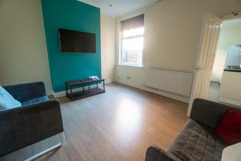 4 bedroom terraced house to rent - Four Double Bedroom Student House Lytton Road, Clarendon Park, Leicester