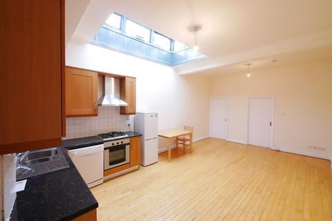 2 bedroom apartment to rent - Green Lanes, Palmers Green, London, N13