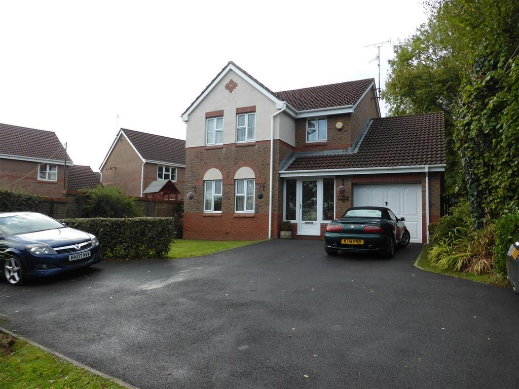 4 Bedrooms Detached House for sale in 68 Fernlea Park, Bryncoch, Neath