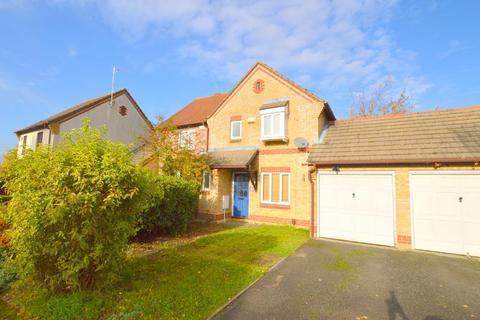 3 bedroom semi-detached house for sale - The Belfry, Bushmead, Luton, Bedfordshire, LU2 7GA