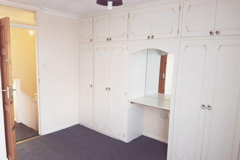 4 bedroom townhouse to rent - Russet Close, Uxbridge, UB10
