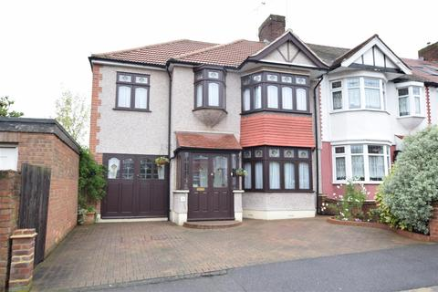 5 bedroom end of terrace house for sale - Ashbury Gardens, Chadwell Heath, Romford
