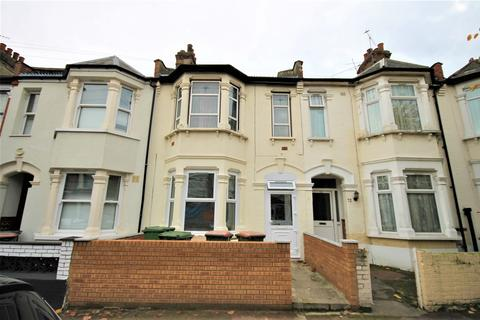 3 bedroom flat to rent - Kensington Avenue, London, E12