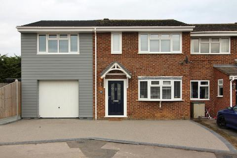 4 bedroom semi-detached house for sale - Lupin Drive, Chelmsford, Essex, CM1