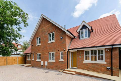 3 bedroom semi-detached house for sale - London, TW4