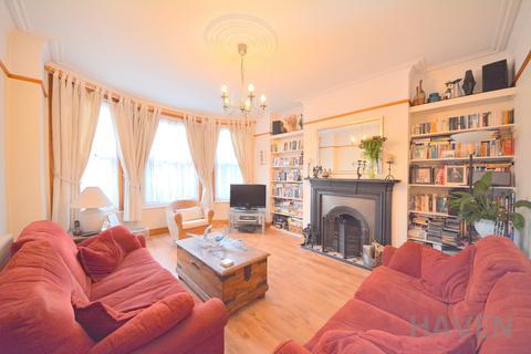 2 bedroom maisonette for sale - Sedgemere Avenue, London