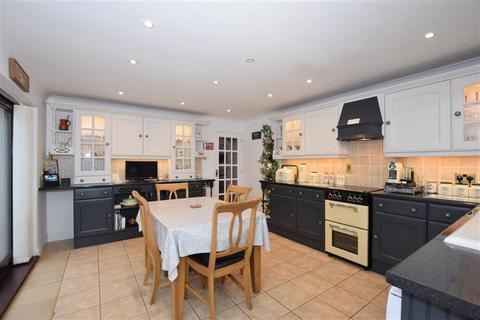 3 bedroom detached bungalow for sale - Fairbourne Lane, Harrietsham, Maidstone, Kent