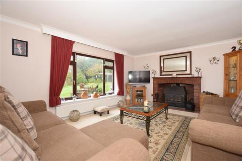3 bedroom detached bungalow for sale - Fairbourne Lane, Harrietsham, Maidstone, Kent
