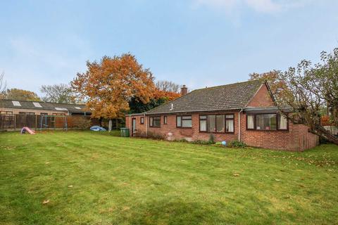 3 bedroom detached bungalow to rent - Lower End, Marsworth
