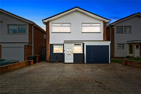4 bedroom detached house for sale - Pertwee Drive, Chelmsford, Essex, CM2