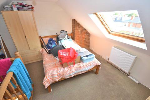 3 bedroom terraced house to rent - Blenheim Gardens, Reading, Berkshire, RG1 5QG