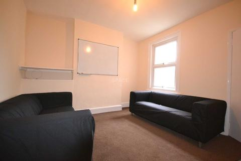 4 bedroom terraced house to rent - Blenheim Road, Reading, Berkshire, RG1 5NG
