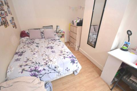4 bedroom terraced house to rent - Grange Avenue, Reading, Berkshire, RG6 1DL