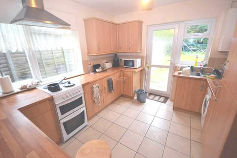 4 bedroom terraced house to rent - Hawthorn Gardens, Reading, Berkshire, RG2 7NA