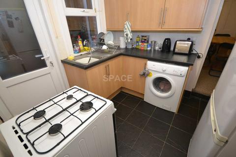 4 bedroom terraced house to rent - Grange Avenue, Reading, Berkshire, RG6 1DJ