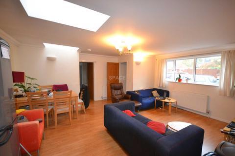 3 bedroom bungalow to rent - Addington Road, Reading, Berkshire, RG1 5PX