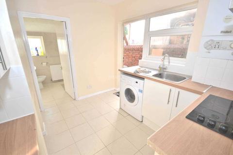 4 bedroom terraced house to rent - Radstock Road, Reading, Berkshire, RG1 3PS