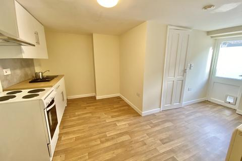 Studio to rent - Alexandra Road, Torquay TQ1