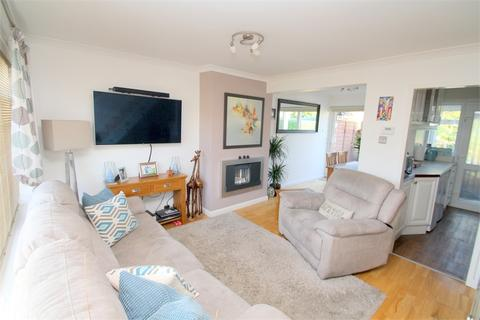 2 bedroom semi-detached house to rent - The Glade, STAINES-UPON-THAMES, Surrey
