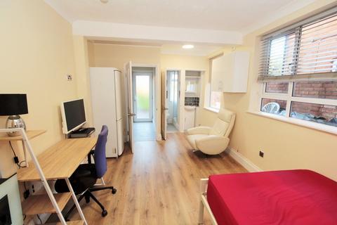 Studio to rent - Whitley Street, Reading