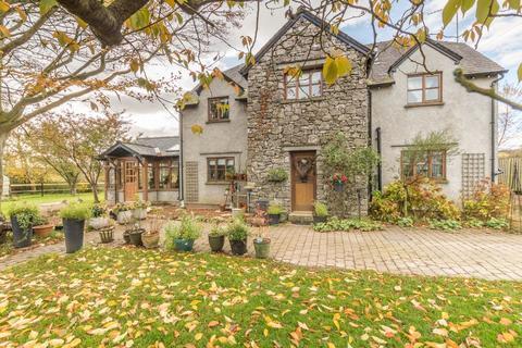 6 bedroom detached house for sale - Back field Cottage, Station Road, Flookburgh
