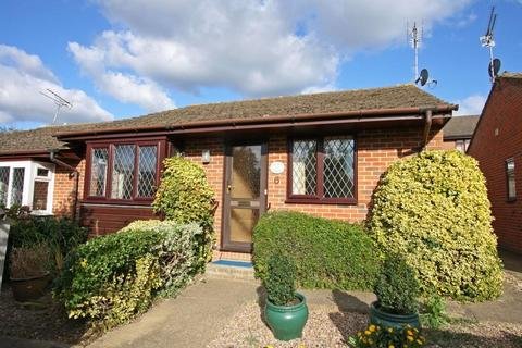 2 bedroom semi-detached bungalow to rent - **WALKING DISTANCE TO SHOPS**