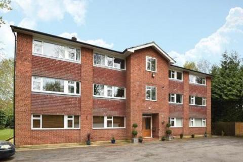 2 bedroom flat to rent - Fairmead Court , Camberley, GU15