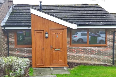 2 bedroom detached bungalow to rent - Corunna Close, Hythe