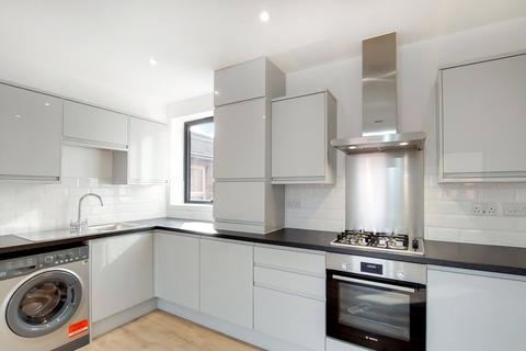 3 bedroom flat to rent - Sona Apartments, 2-4 Gwendoline Avenue, London, E13