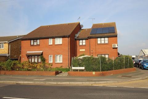 1 bedroom end of terrace house - Crow Lane, Romford