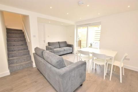 8 bedroom detached house to rent - Whiteway Road, Bath