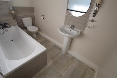 2 bedroom flat to rent - Bank House Road, Milnsbridge