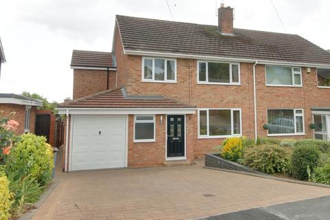 4 bedroom semi-detached house to rent - 18 Woodgates Close